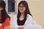 Cô gái xinh đẹp khóc trong phòng học khiến dân mạng xốn xang