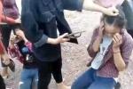Nữ sinh bị nhóm bạn ép quỳ gối, tát dép vào mặt vì ghen tuông