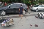 Xe máy đi ngược chiều trên đại lộ Thăng Long tông 3 người nhập viện