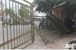 Không mua được vé, fan cuồng đạp đổ cổng liên đoàn bóng đá Việt Nam