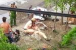 3 'trẻ trâu' đầu trần lái xe máy tông trọng thương CSGT