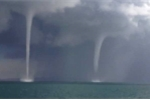 Video: 3 vòi rồng khổng lồ như tận thế xuất hiện cùng lúc trên mặt hồ