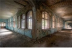 Rùng mình khung cảnh bên trong bệnh viện hoang tàn từng điều trị cho Hitler