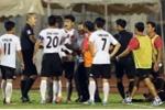 Giá mà CLB Long An dũng cảm sa thải 11 cầu thủ đứng im cho đối thủ ghi bàn