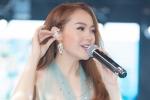 Video: Minh Hằng bối rối quên lời hit lớn của Phương Thanh