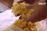 Clip: Phanh phui liên tiếp mánh khóe làm thực phẩm bẩn khiến người xem rùng mình
