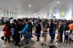 Ảnh: Hành khách từ nước ngoài đổ về quê ăn Tết, sân bay Nội Bài chật cứng