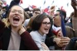 Người Pháp ăn mừng lãnh đạo trẻ nhất từ thời Napoleon