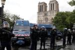 Kẻ tấn công cảnh sát ở Paris tự nhận là chiến binh IS