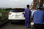 Treo bằng lái tài xế phớt lờ biển cấm, ngang nhiên phóng ô tô trên cầu Long Biên