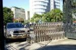 Tài xế say xỉn lái xe tông thẳng vào cổng ủy ban tỉnh