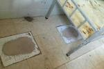 Học sinh bức xúc khi phải ngủ trong 'nhà vệ sinh'