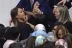 Nữ nghị sỹ Thổ Nhĩ Kỳ cào cấu nhau giữa quốc hội