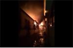 Clip khu công nghiệp ở Hà Nội cháy ngùn ngụt trong đêm