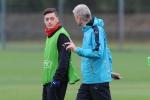 Tin chuyển nhượng sáng 11/8: Ozil sẵn sàng trở lại Real