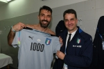 3E9AC98600000578-4347182-Gianluigi_Buffon_signals_to_the_crowd_after_making_his_1000th_pr-a-58_1490395385424