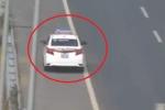 Video: Xe taxi đi ngược chiều, lao như bay trên cao tốc Hà Nội – Hải Phòng
