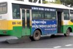 Nữ công nhân bị xe buýt cán chết trên đường đi làm