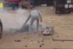 Clip: Cần câu mắc vào dây điện, người đàn ông cháy như đuốc sống