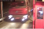 Clip xe tải lao điên cuồng qua trạm thu phí trước tai nạn thảm khốc ở Gia Lai