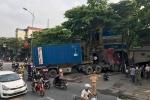 Container nổ lốp lao vào nhà dân, giao thông cửa ngõ Thủ đô tê liệt