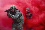 Ảnh quân sự trong tuần: Không quân Mỹ đột kích xuyên làn khói đỏ