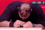 'Dị nhân' dùng đầu đóng 38 cây đinh trong 2 phút