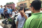 Xe ô tô mất lái tông liên hoàn trên phố ở Hải Dương