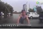 Những màn ăn vạ giao thông trắng trợn khiến ai cũng ngao ngán ở Trung Quốc