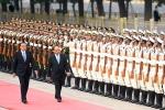 Lễ đón trọng thể Thủ tướng Nguyễn Xuân Phúc tại Đại Lễ đường Nhân dân Trung Quốc