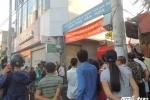 5 người kêu cứu trên nóc tòa nhà cháy đỏ rực ở Sài Gòn