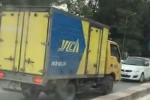 Tước bằng lái tài xế xe tải chạy ngược chiều trên cầu vượt còn vung tay đòi nhường đường