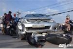 Ôtô 'điên' gây tai nạn liên hoàn, 2 phụ nữ bị kéo lê trên đường Sài Gòn