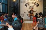 Chàng trai Mỹ mở CLB dạy tiếng Anh miễn phí thu hút hơn 100 bạn trẻ Nghệ An