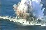 Clip: Tàu chiến Australia vỡ làm đôi trong một cuộc thử nghiệm ngư lôi