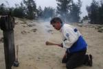 Nỗi đau khôn cùng của người cha chôn 12 con trong cát trắng