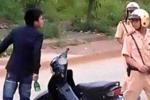 Bị yêu cầu dừng xe kiểm tra, 'ma men' tát, dọa giết CSGT