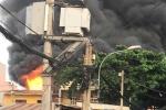 Nhiều người phi qua cửa sổ thoát thân trong đám cháy lớn ở TP.HCM