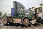 3 vụ tai nạn xe container liên tiếp, xa lộ Hà Nội kẹt cứng