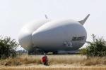 Máy bay lớn nhất hành tinh 'lai' với khinh khí cầu lần đầu tiên bay