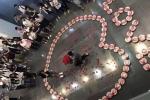 Chàng trai xếp 99 hộp tôm thành hình trái tim, thề theo bạn gái tới 'cùng trời cuối đất'