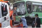 Container lao đầu vào xe buýt, hàng chục người nhập viện