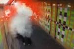 3 'trẻ trâu' đốt pháo dọa người vô gia cư khiến dân mạng phẫn nộ