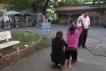 Thảm sát ở Bình Phước: Mẹ Vũ Văn Tiến vái lạy gia đình nạn nhân