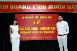 Xôn xao lễ trao giấy đăng ký kết hôn cho siêu mẫu Hà Anh
