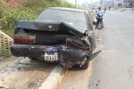 Truy tìm tài xế đâm nát đuôi ô tô đỗ bên đường rồi bỏ chạy