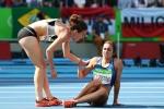 Hình ảnh cao thượng nhất Olympic: Nữ vận động viên New Zealand dìu đối thủ về đích