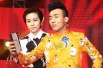 Trấn Thành 'theo gót' Hoài Linh, nhận con nuôi ngay trên sân khấu
