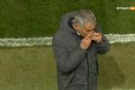 Mourinho hôn bùa may mắn, Man United lập tức ghi bàn
