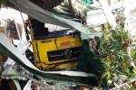 Đang ngủ trong nhà, 2 mẹ con bị xe tải tông chết